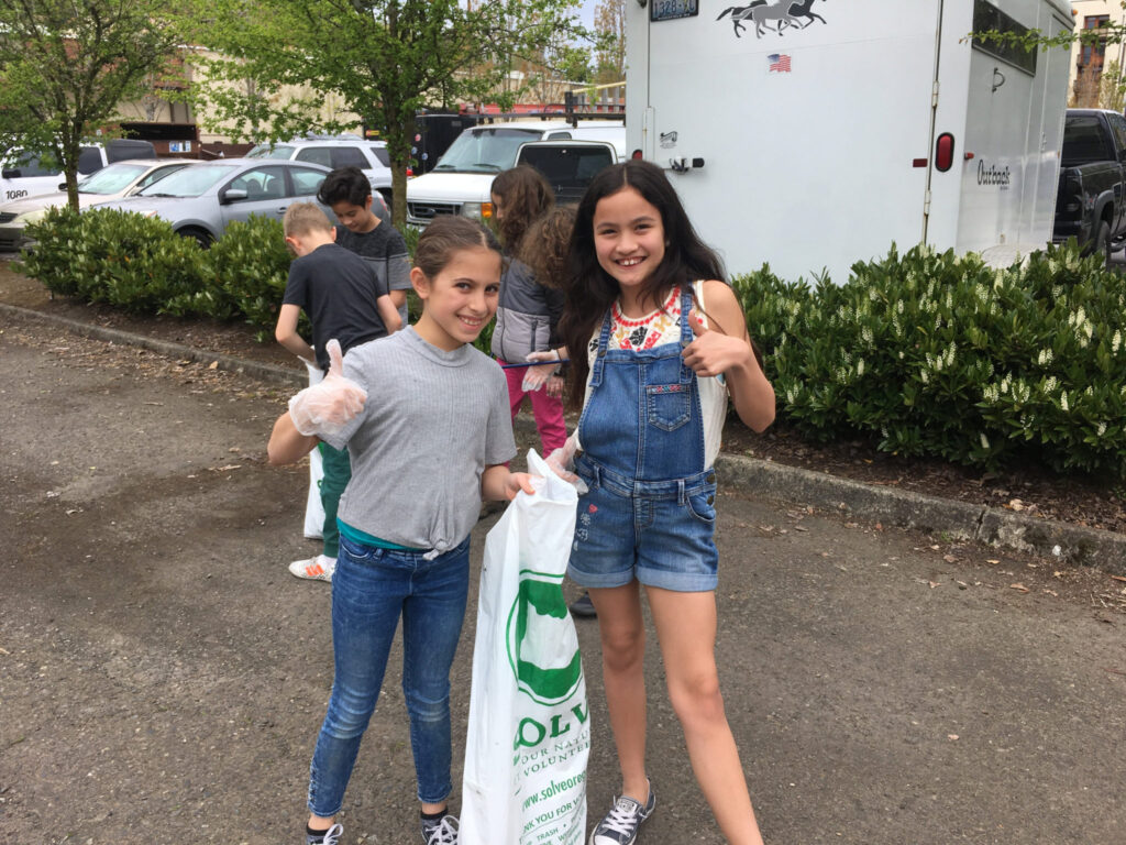 Cottonwood students picking up trash at the South Waterfront